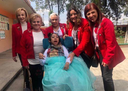 Graduación y regalos para niños con discapacidad