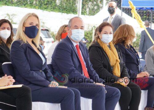 Realizan jornada asistencial «Israel abraza a rosa mística» en Huixquilucan